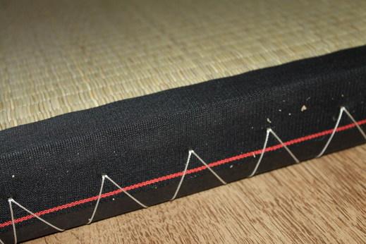 detail tatami s černým lemem